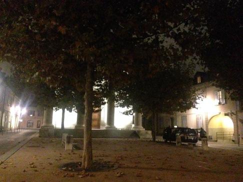 Place des Armes, Carouge, le soir (désolé; je connaisse pas le nom de l'église!)