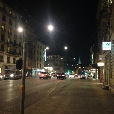 Rue du Chantepoulet, je pense... C'est difficile à voir quand il fait noir!