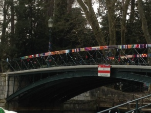 They managed to do it all along the Pont des Amors in the park by the lake.
