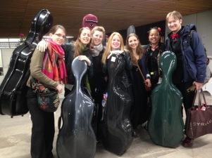 The beautiful cello and double bass section! Bravo les filles (et garçon)!
